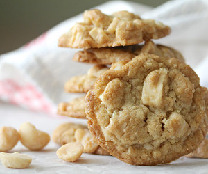 Cookies, white chocolate, and macadamia image