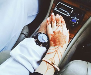 henna and car image