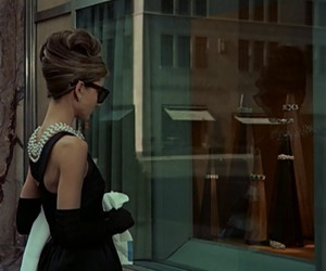 audrey hepburn, Breakfast at Tiffany's, and classic image