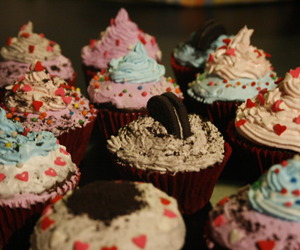 couple, cupcake, and cupcakes image