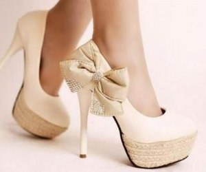 bow, explore, and tacones image