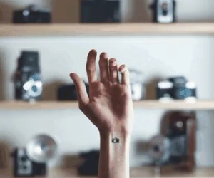 hand, zeiss, and kamera image