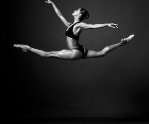 training, abdos, and grand ecart image