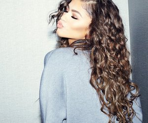 zendaya, hair, and beauty image