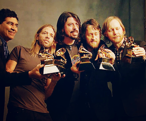 foo fighters, dave grohl, and grammy image