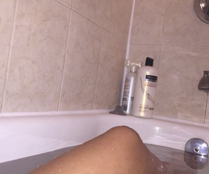 bath, body, and grunge image