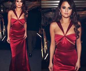 selena gomez, grammys, and Queen image