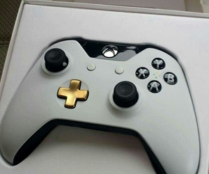 white, perfect, and xbox one image