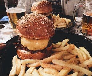 food, burger, and comiⓓⓐ image