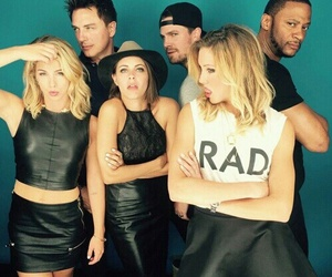 arrow, stephen amell, and emily bett rickards image