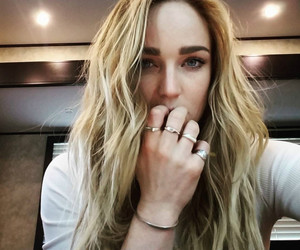 caity lotz and legends of tomorrow image