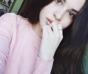 big eyes, big lips, and brunette image