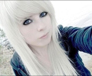 emo and white hair gurl image
