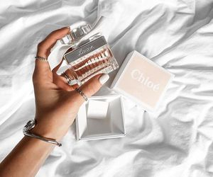 perfume and chloé image