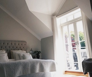 house and bed image