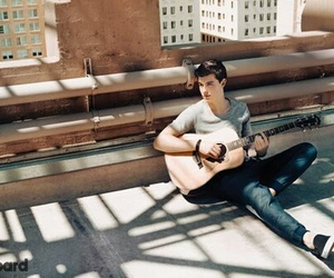 shawn mendes, guitar, and mendes image
