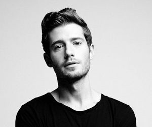 julian morris and Hot image