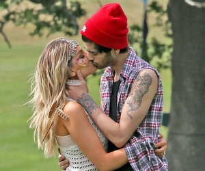 zayn malik, zerrie, and one direction image