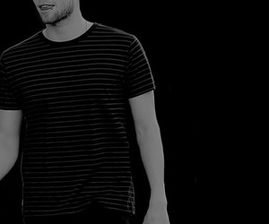 black and white, luke hemmings, and 5sos image