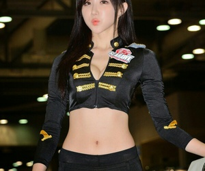 kmodel and auto show girl image