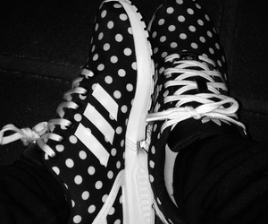 adidas, black and white, and puntitos image