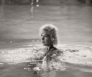 Marilyn Monroe, blonde, and pool image