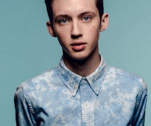 troye sivan and blue image