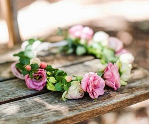 flowers, spring, and couronne image