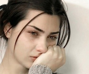 girl, sad, and tuba büyüküstün image