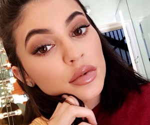 kylie jenner, gloss, and literally image