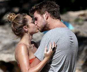 miley cyrus, liam hemsworth, and couple image