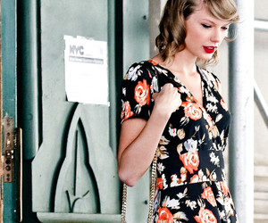 fashion, Taylor Swift, and candid image