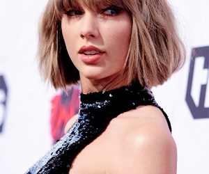 Taylor Swift and iheartawards image
