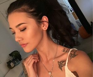 girls and jawline image