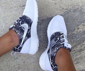 fashion, snakeprint, and roshe image