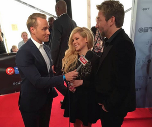 2016, Avril Lavigne, and awards image