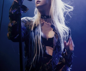 Taylor Momsen and the pretty reckless image