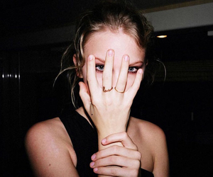 Taylor Swift, grunge, and black image