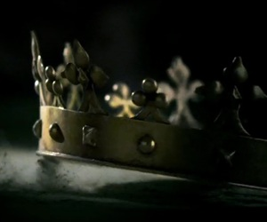 crown and reign image