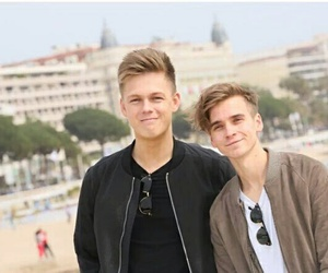 joe sugg and caspar lee image