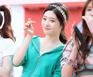 ioi, chaeyeon, and jung chaeyeon image