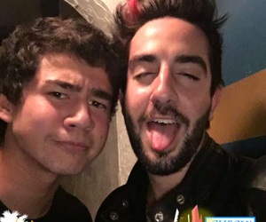 calum hood, all time low, and 5sos image