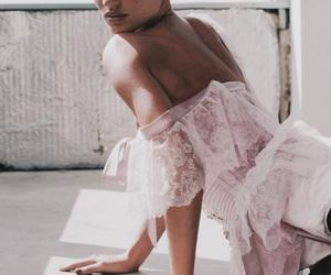 Gisele Bundchen and model image