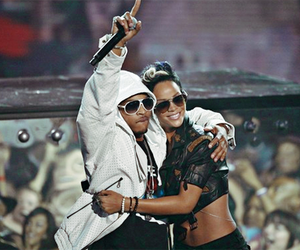 rihanna and t.i. image