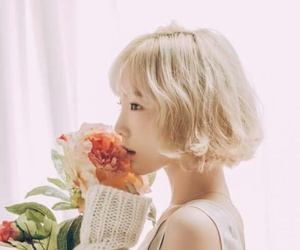 blonde, flower, and snsd image