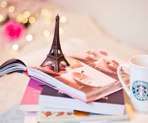 books and tour eiffel image