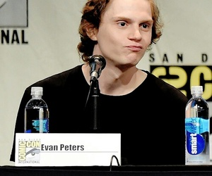 evan peters, comic con, and ahs image