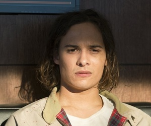 nick, frank dillane, and ftwd image