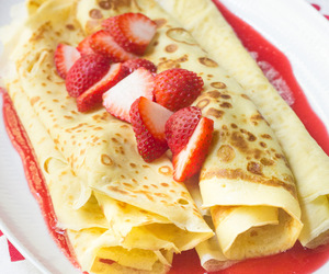crepes and strawberry image