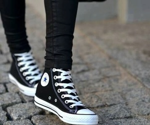black and white, blanco y negro, and converse image